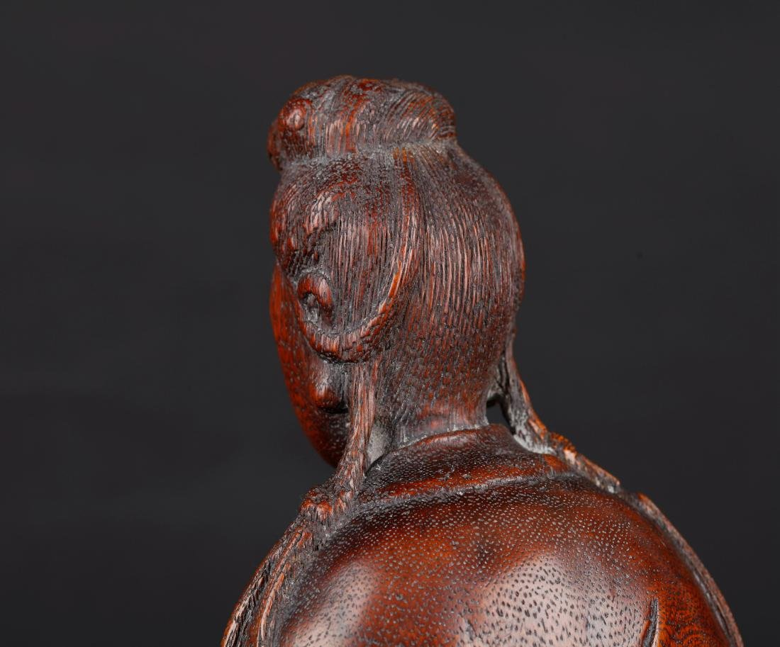 A CHINESE CARVED WOOD FIGURE OF SEATED GUANYIN, QING - 4