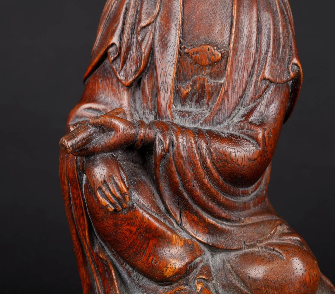 A CHINESE CARVED WOOD FIGURE OF SEATED GUANYIN, QING - 6
