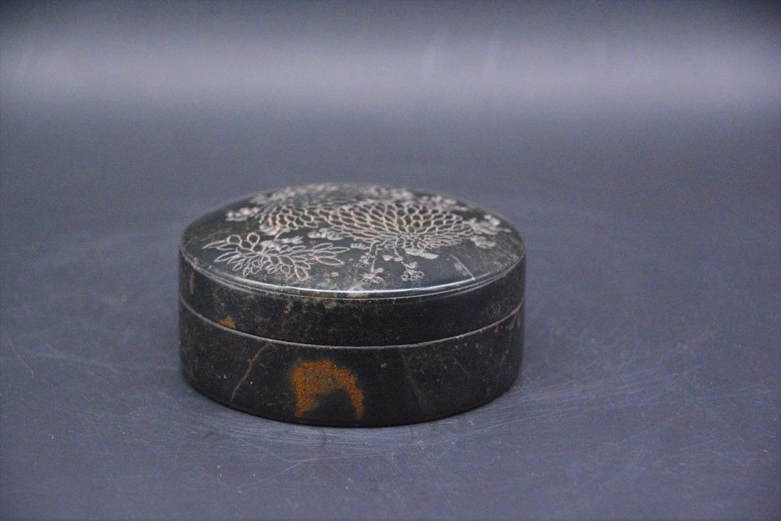 A CHINESE CARVED SOAPSTONE SEAL PAST BOX, QING DYNASTY