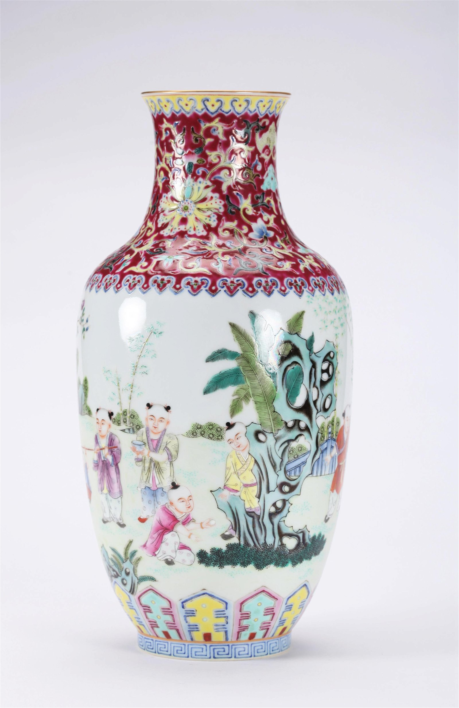 A CHINESE FAMILLE ROSE VASE, QIANLONG MARK
