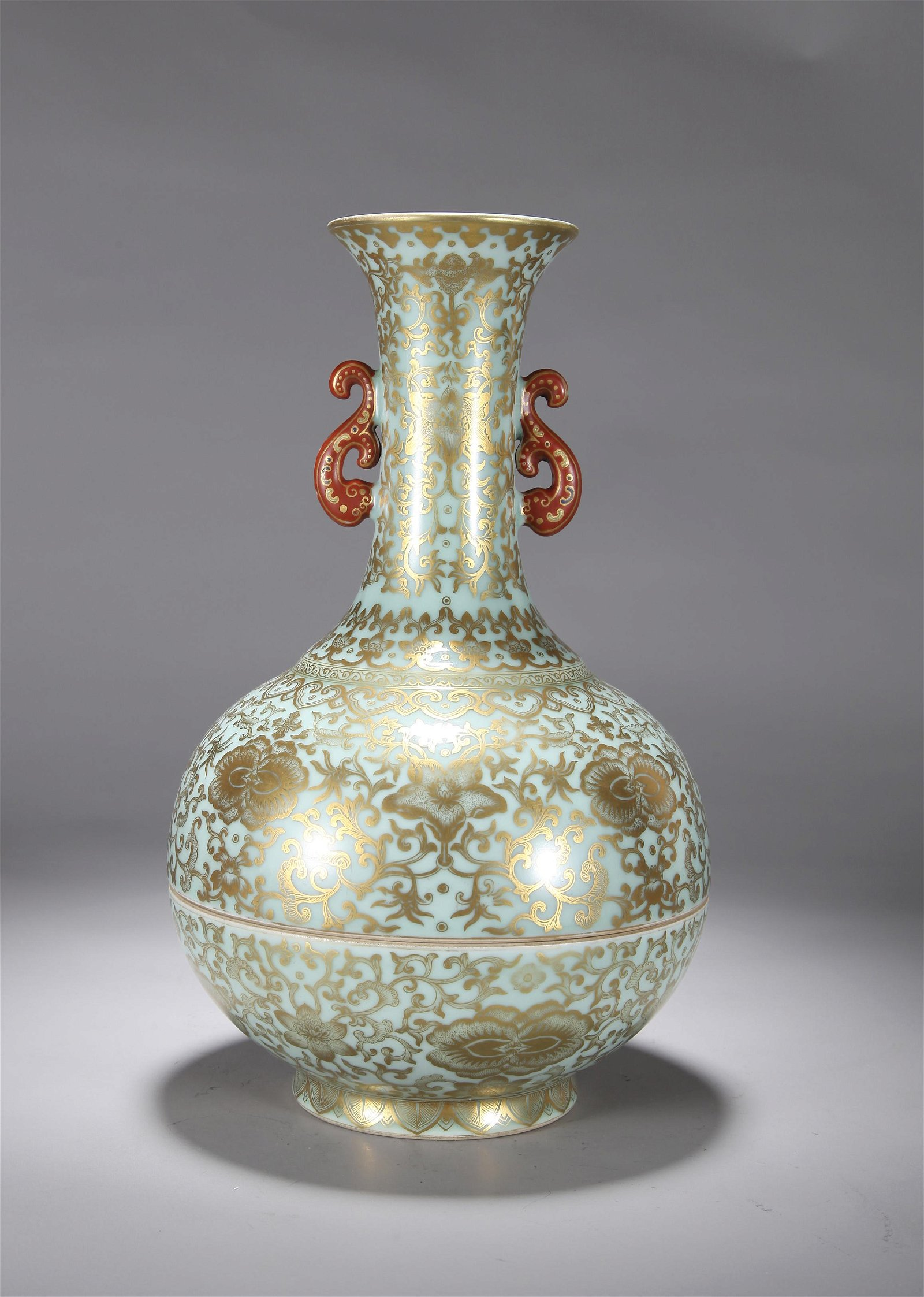 A CHINESE GILT DECORATED CELADON VASE, QING DYNASTY