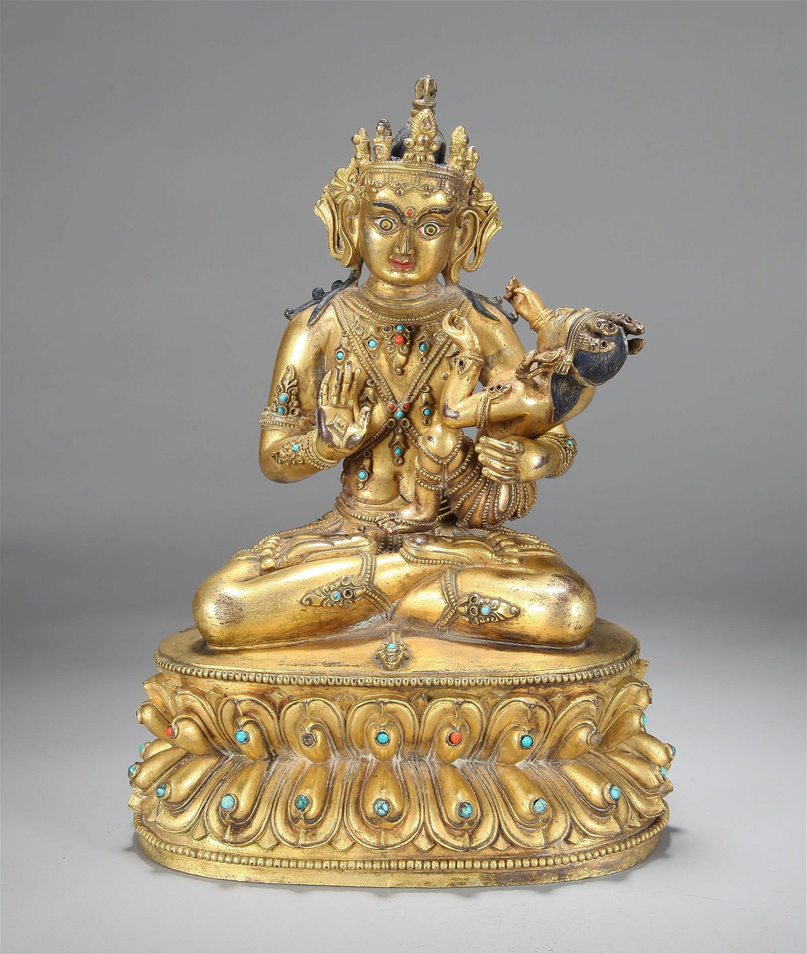 A CHINESE GILT BRONZE FIGURE OF GUANYIN, QING DYNASTY