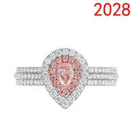 Diamond ring with Center stones pear shape 0.23ct light