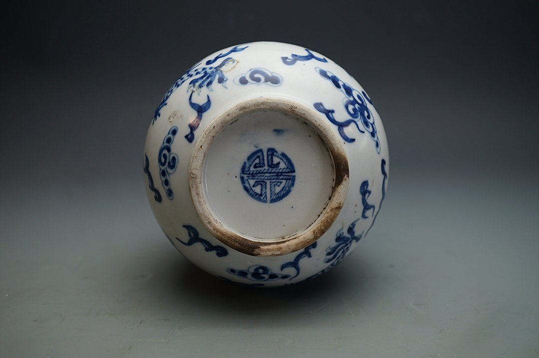 Middle and Late Qing Dynasty Blue-and-White Vase - 3
