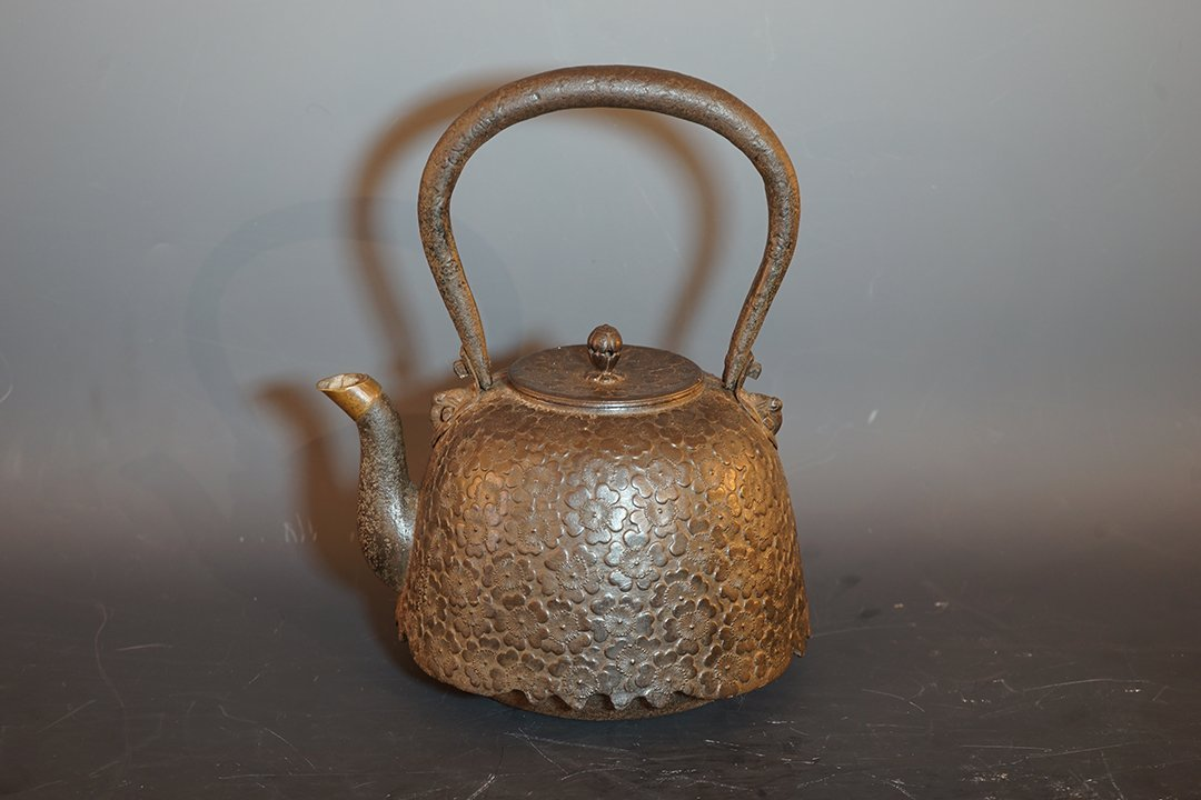 Middle and Late 19th Century, Japan Old Iron Kettle