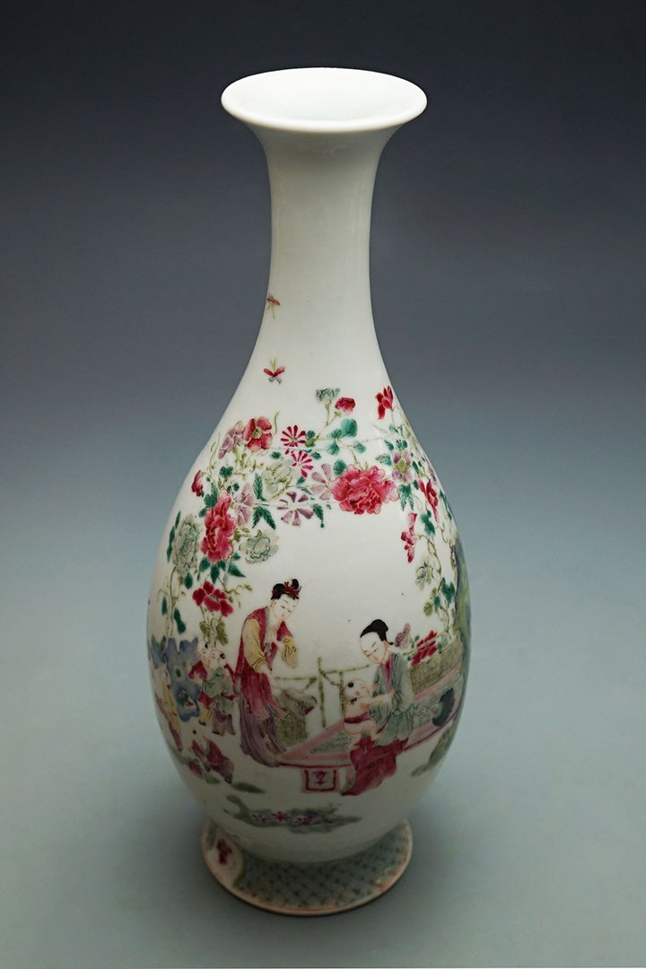 """Qing Dynasty, A Famille-Rose """"Jiao Zi Tu"""" Baluster"""