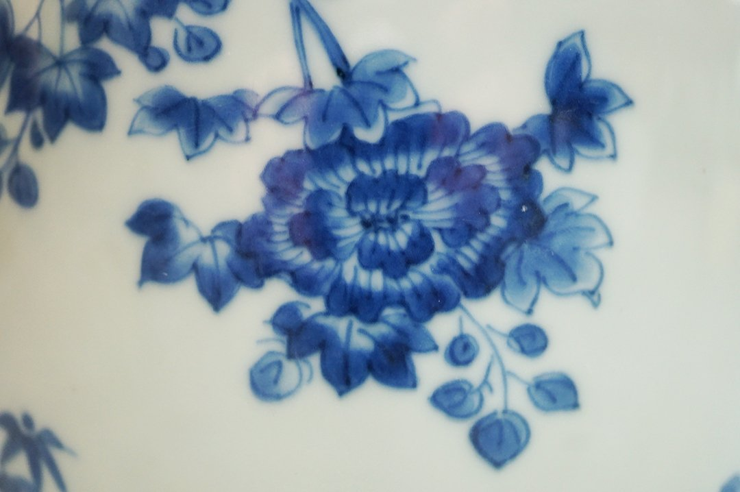 """Qing Dynasty, A Blue-and White """"Flora"""" Vase - 2"""