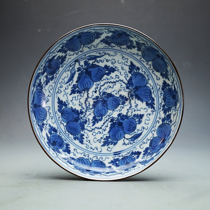 "Ming Dynasty, A ""Guan"" Kiln Blue-and-White Plate - 2"