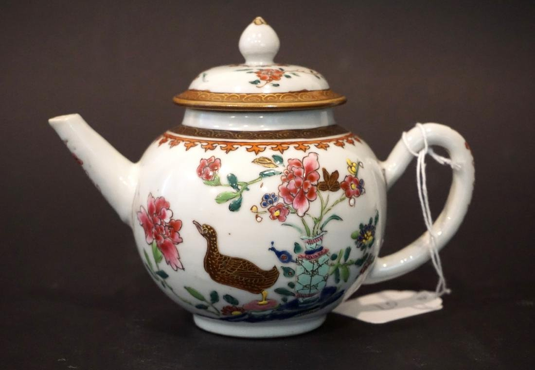 Two Chinese Export Famille Rose Teapots - 5