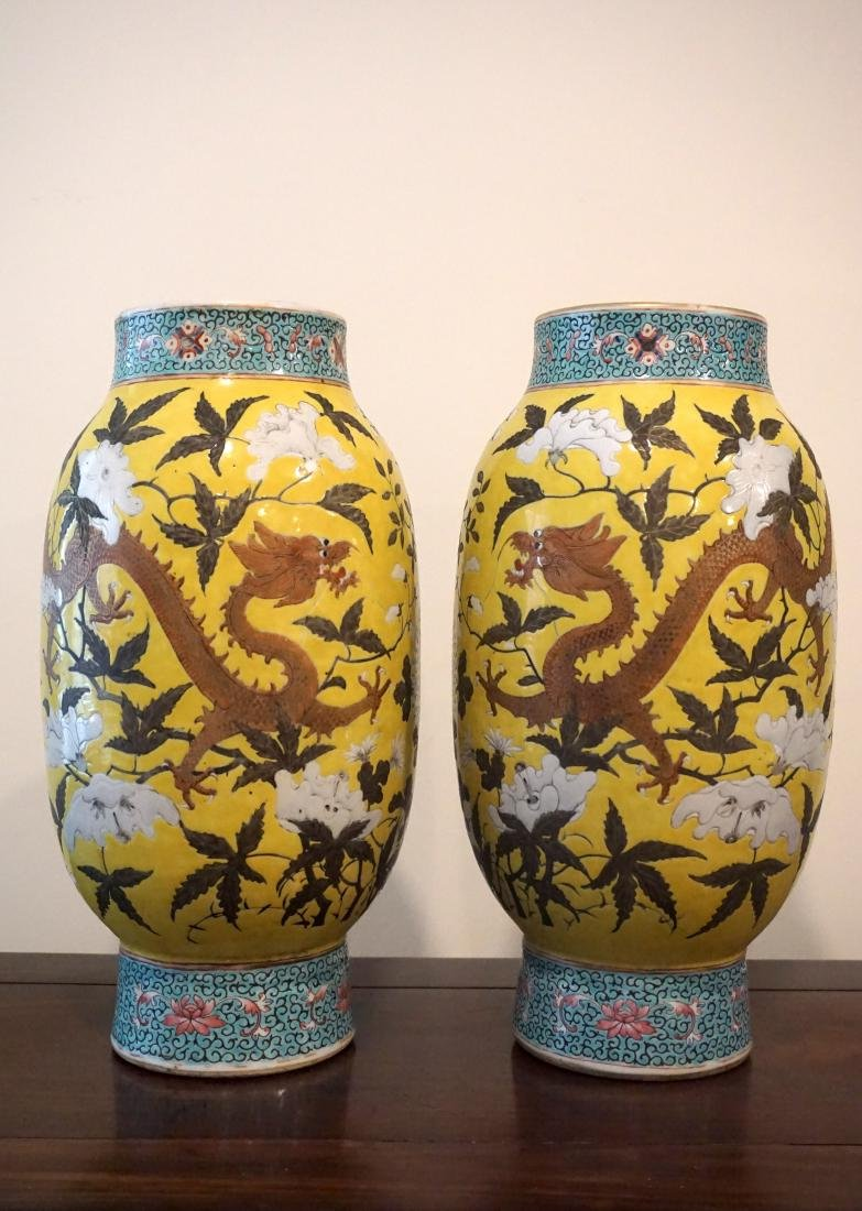 A Rare Pair of Chinese Famille Rose Yellow Ground - 2