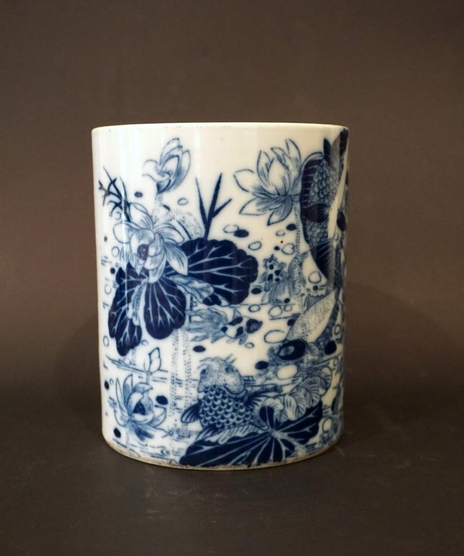 A Chinese Blue and White 'Aquatic Life' Brushpot,