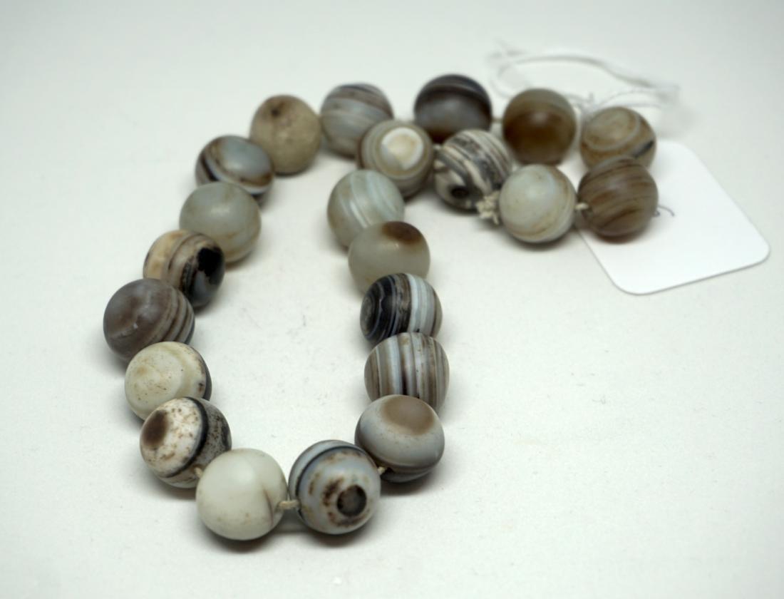 A Chinese Twenty-Two Bead Agate Bracelet