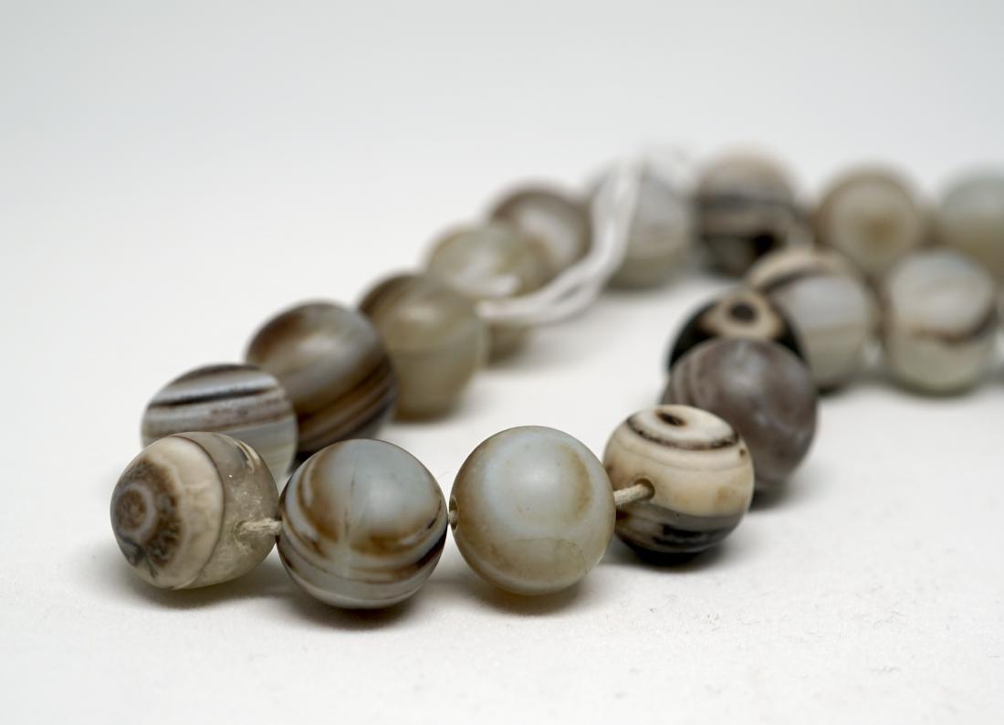 A Chinese Twenty-Two Bead Agate Bracelet - 4