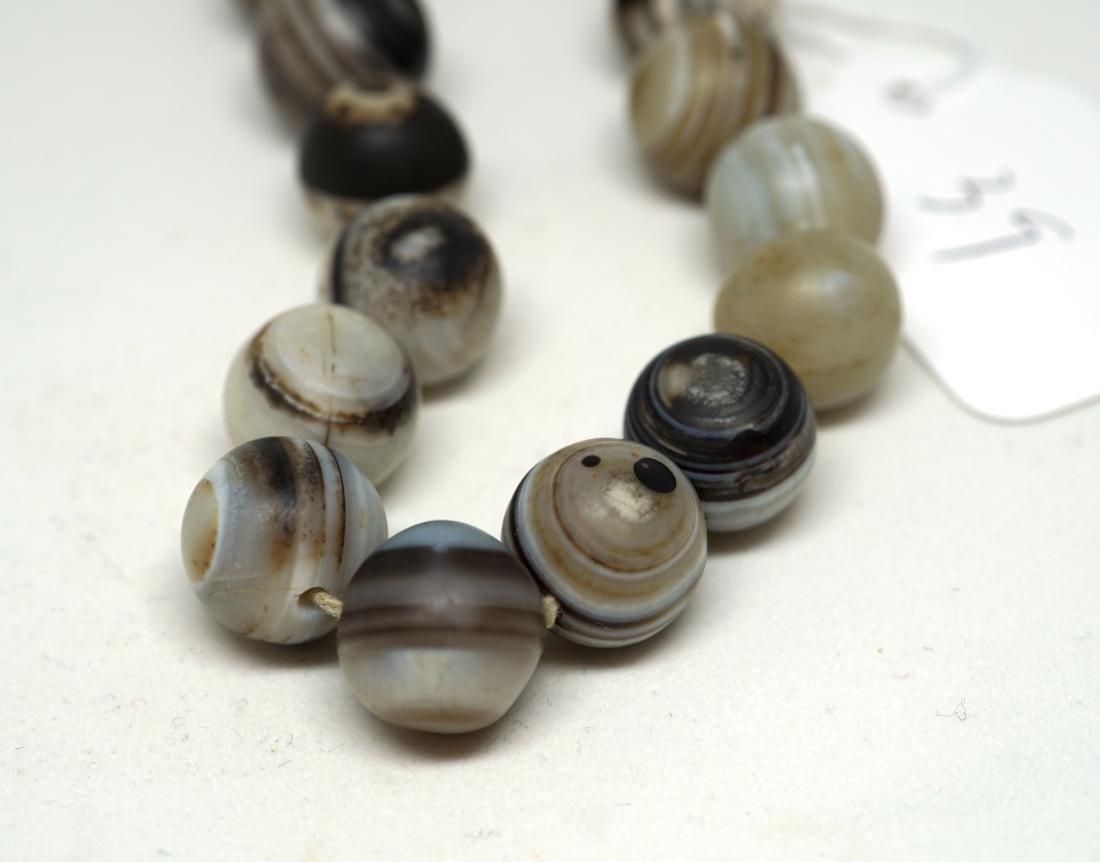 A Chinese Twenty-Two Bead Agate Bracelet - 5
