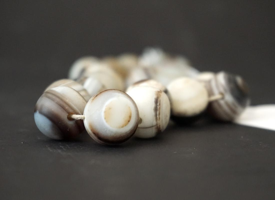 A Chinese Twenty-Two Bead Agate Bracelet - 6