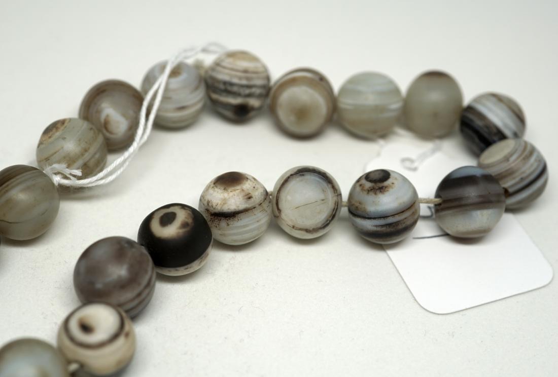 A Chinese Twenty-Two Bead Agate Bracelet - 7