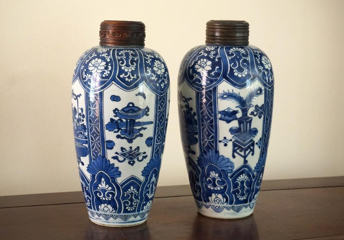 A Pair of Kangxi Period  Export Blue and White Jars - 2