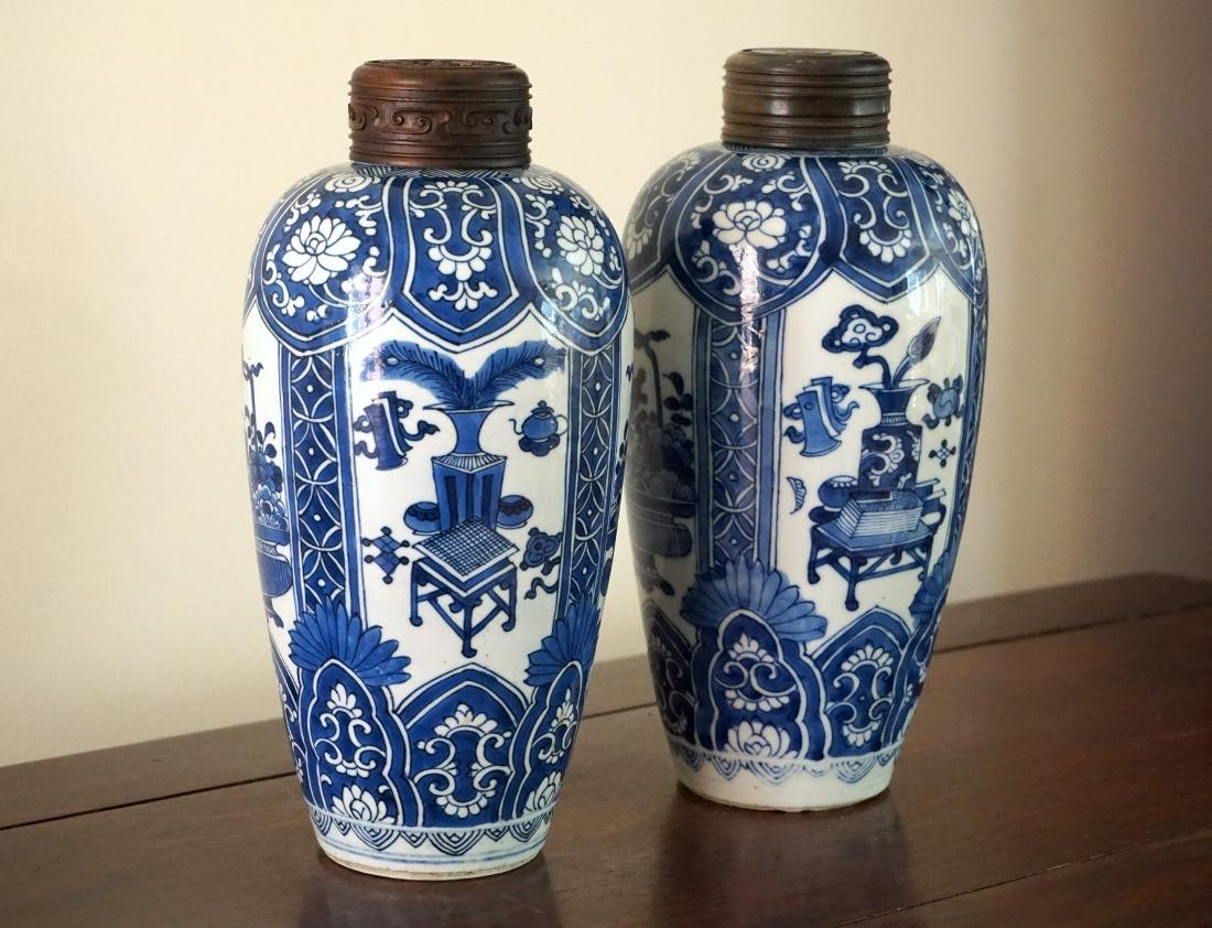A Pair of Kangxi Period  Export Blue and White Jars - 3