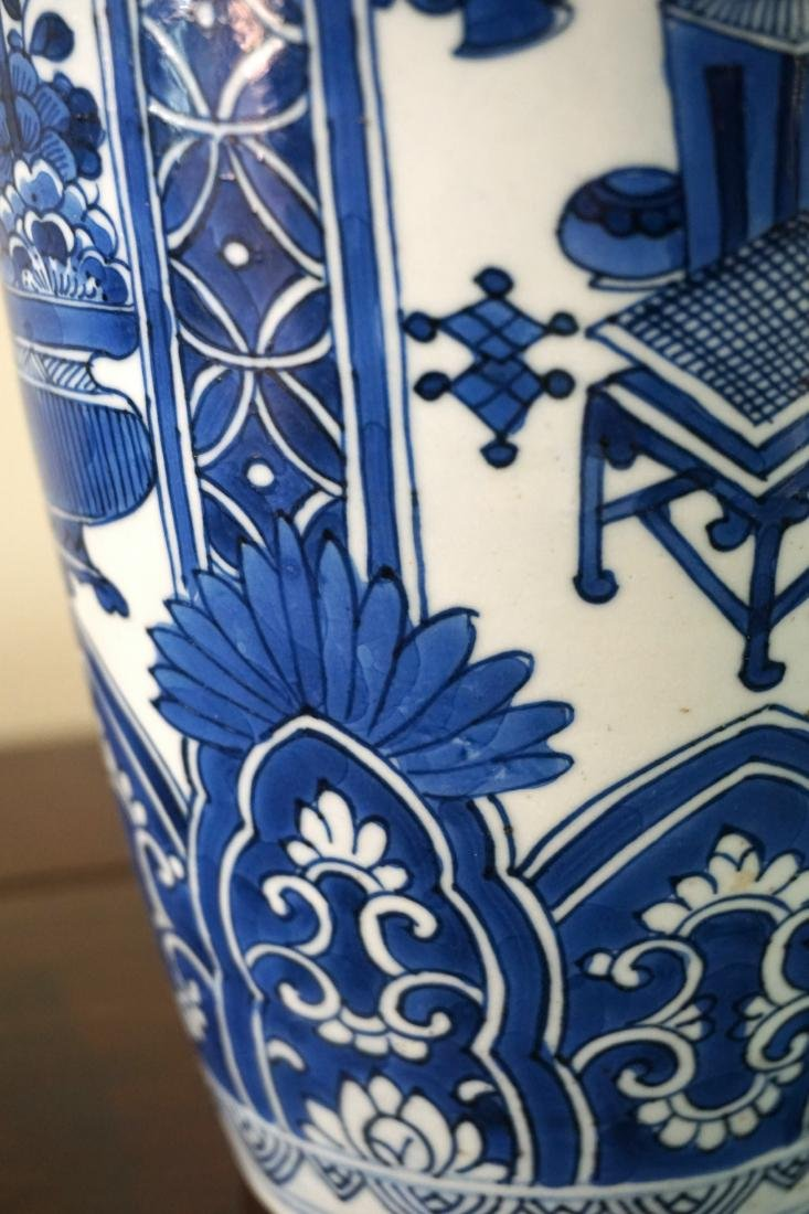 A Pair of Kangxi Period  Export Blue and White Jars - 4