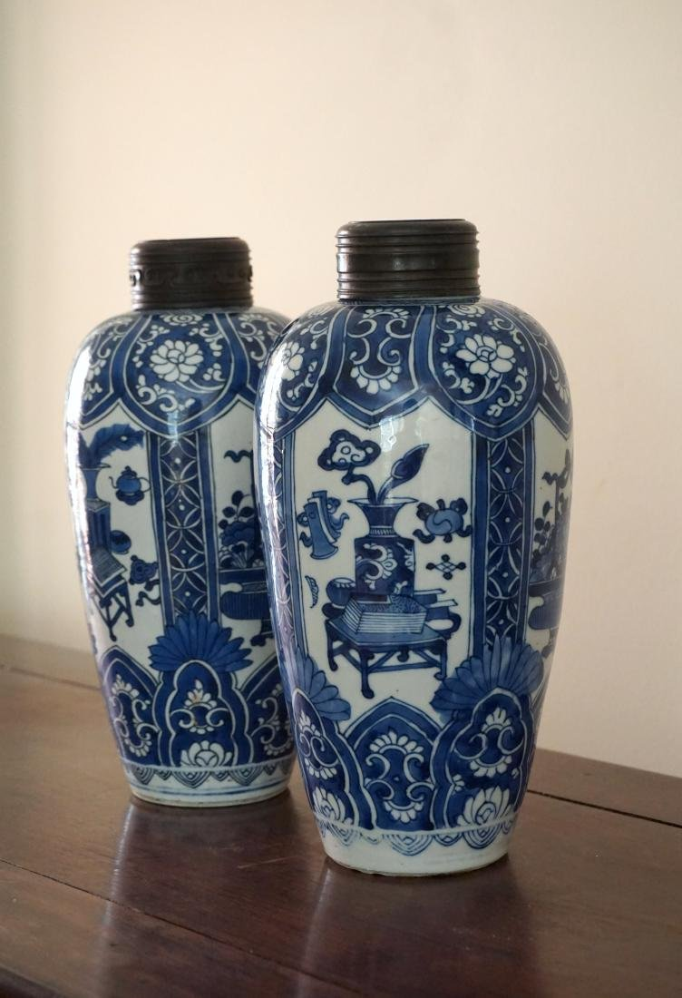 A Pair of Kangxi Period  Export Blue and White Jars - 5