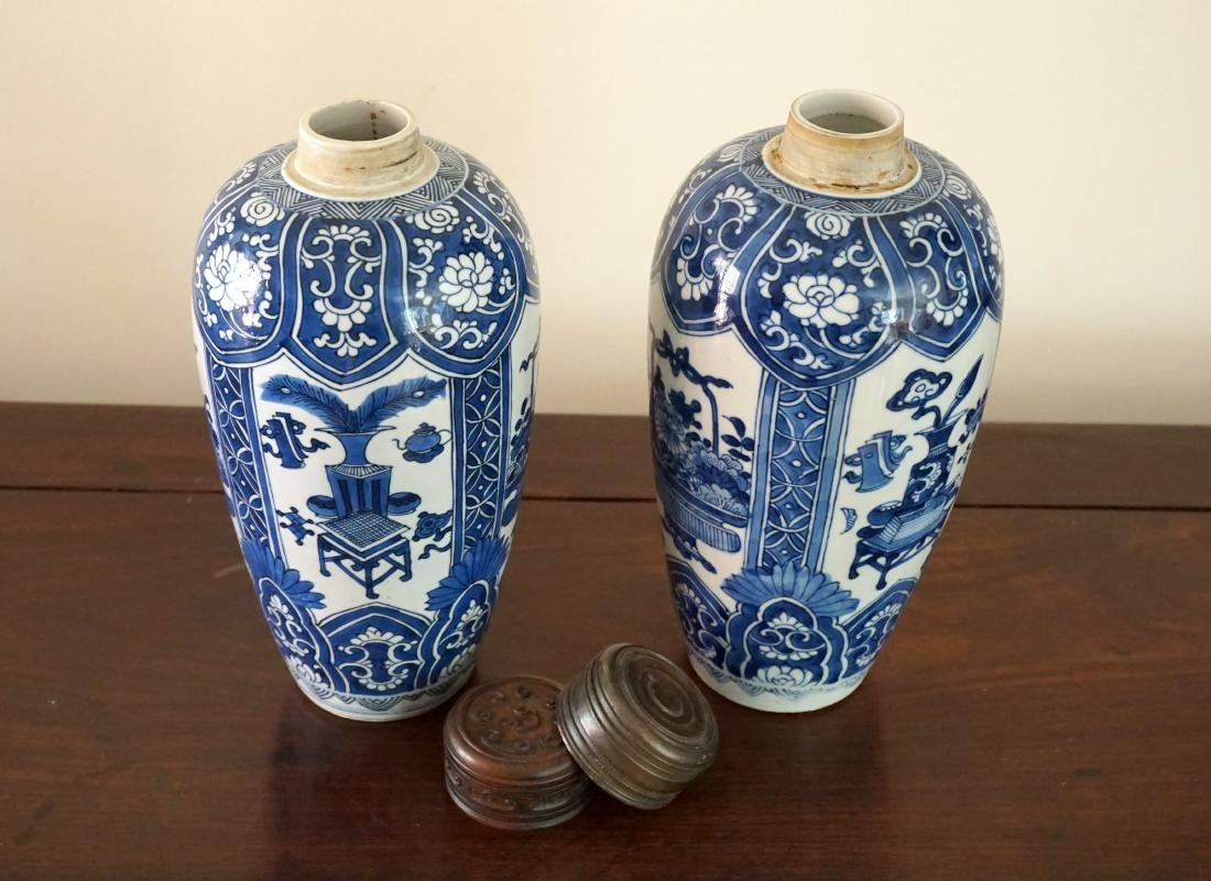 A Pair of Kangxi Period  Export Blue and White Jars - 6