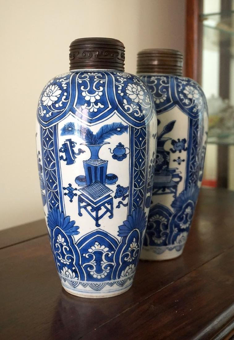 A Pair of Kangxi Period  Export Blue and White Jars - 7