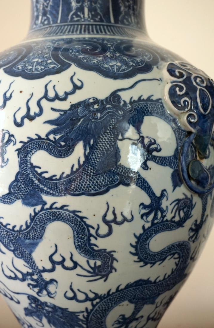A Large Chinese Blue and Withe Dragon Vase - 6