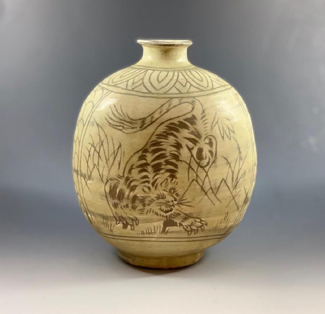 Korean Celadon Tiger Vase - 6