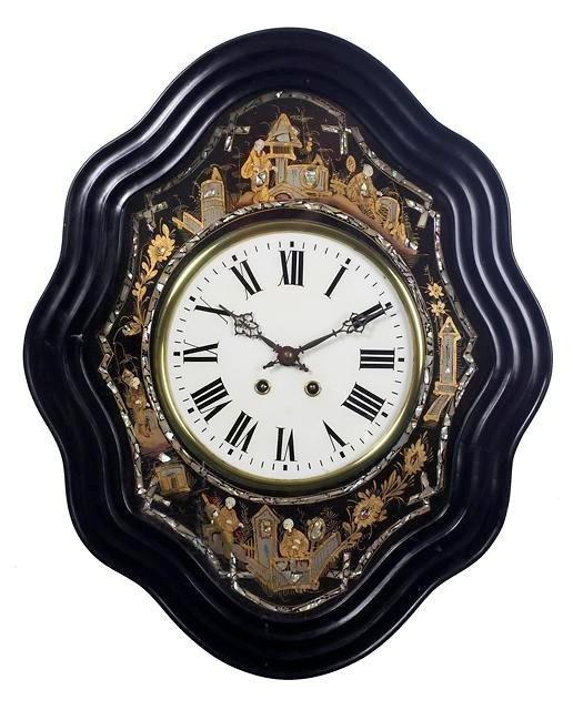 198: Very Drcorative Wall Clock.