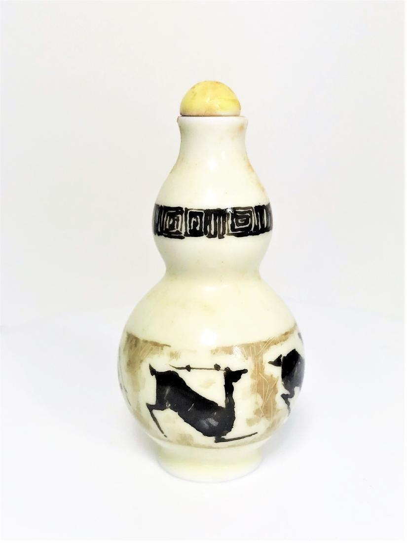 Antique Chinese enamelled porcelain deer snuff bottle