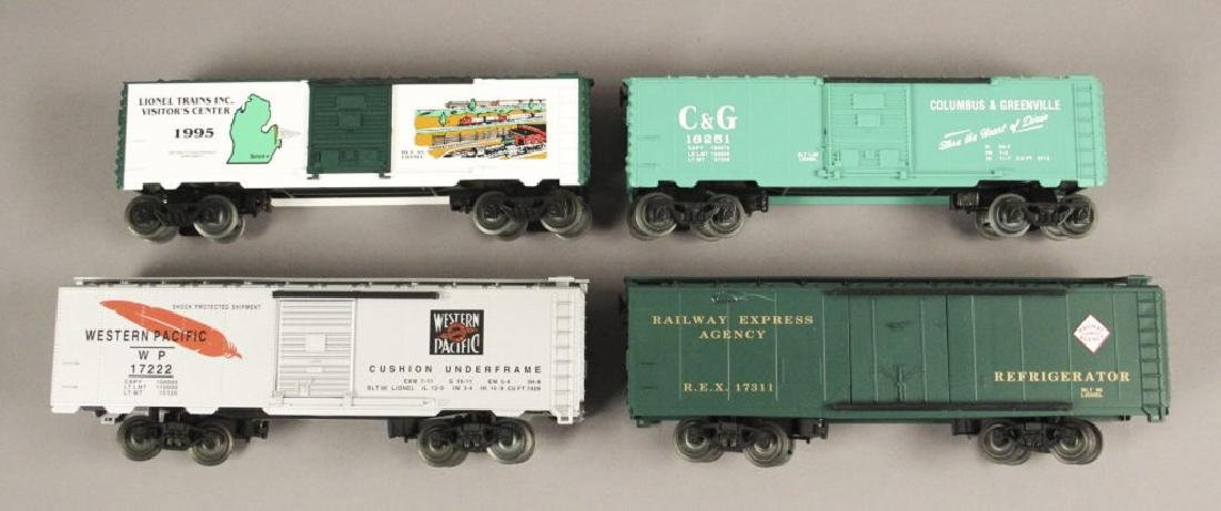 Lionel Visitor Center 95' & Athearn Train Cars