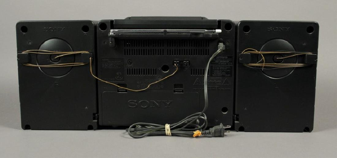 Sony CFD - 530 Portable - CD - Cassette Stereo - 6