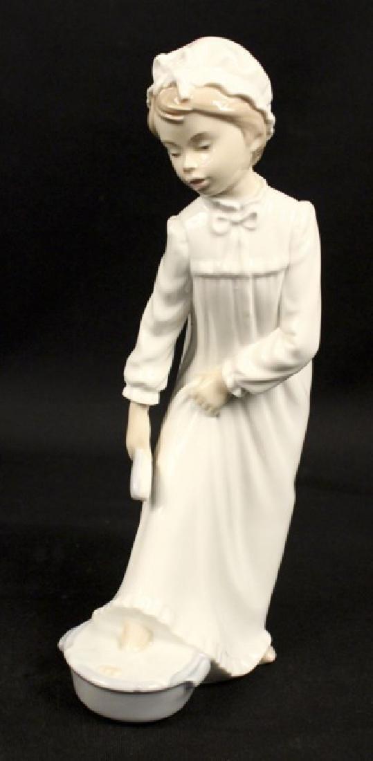 Lladro Nao Porcelain Girl Nightgown Foot Bath