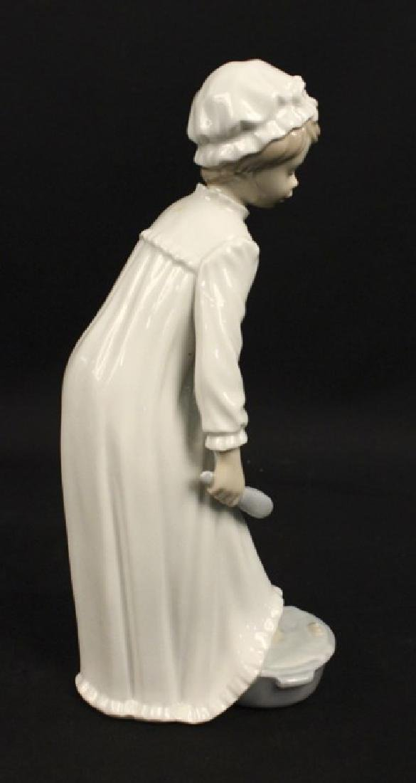 Lladro Nao Porcelain Girl Nightgown Foot Bath - 3