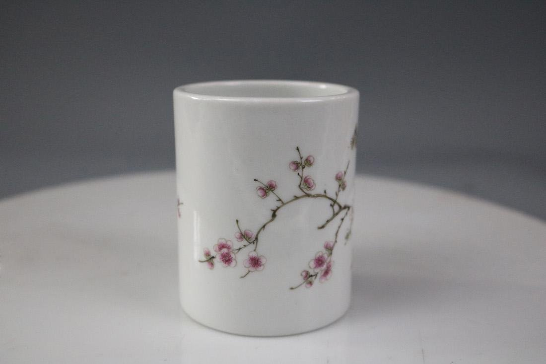 A Famille Rose Brush Pot With Flower Pattern - 2