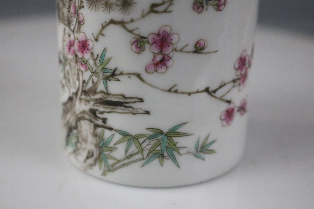 A Famille Rose Brush Pot With Flower Pattern - 3