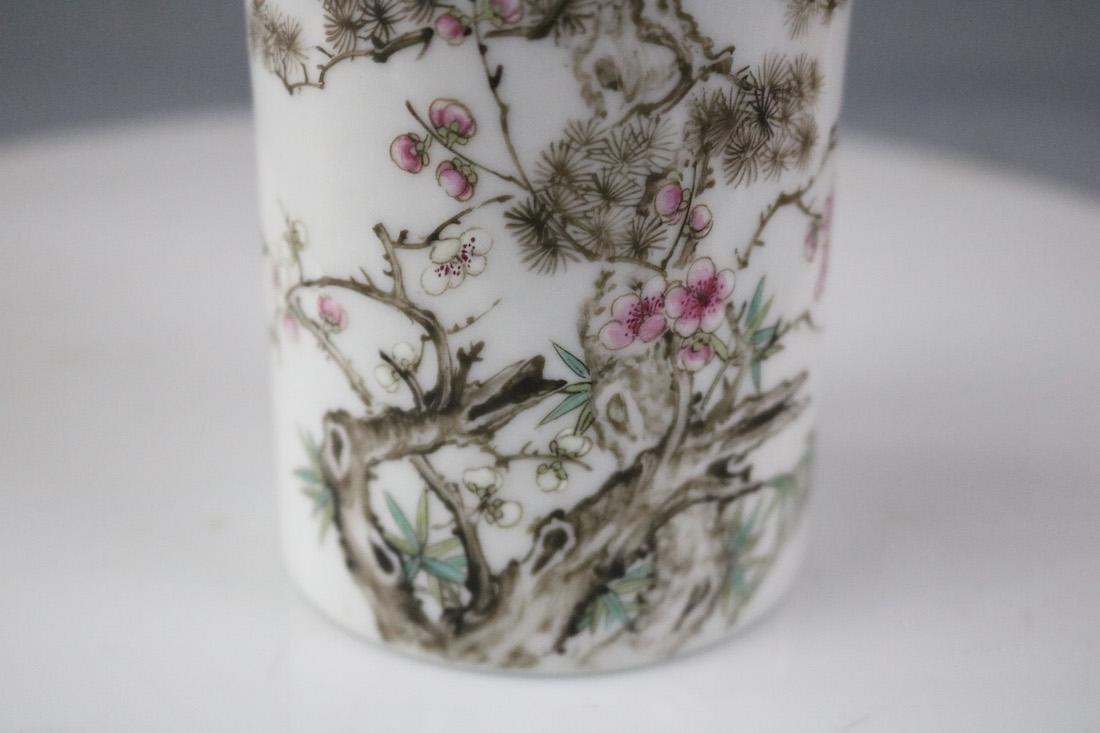 A Famille Rose Brush Pot With Flower Pattern - 5