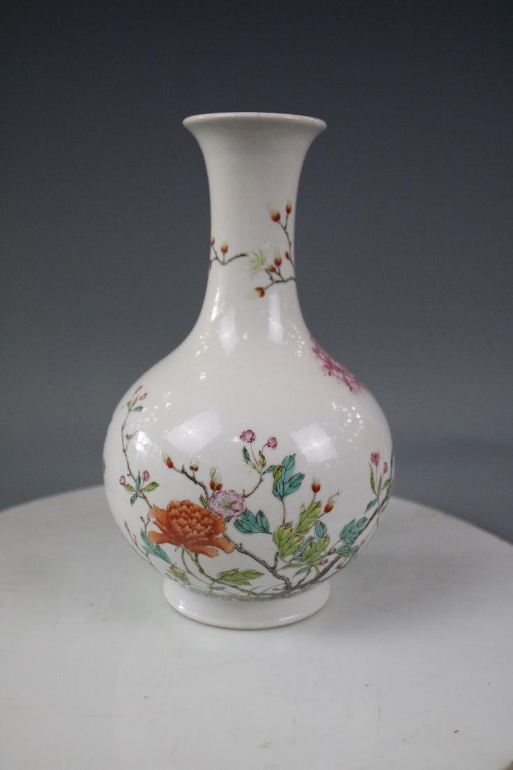 Jiaqing Mark,A Famille Rose Vase