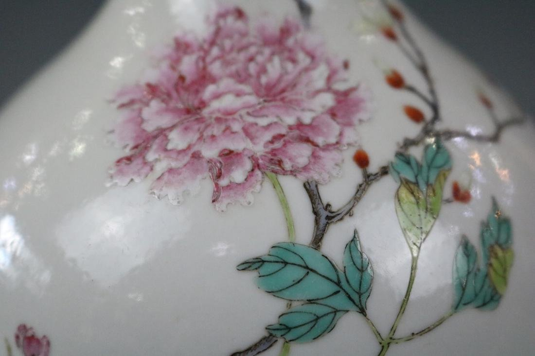 Jiaqing Mark,A Famille Rose Vase - 3