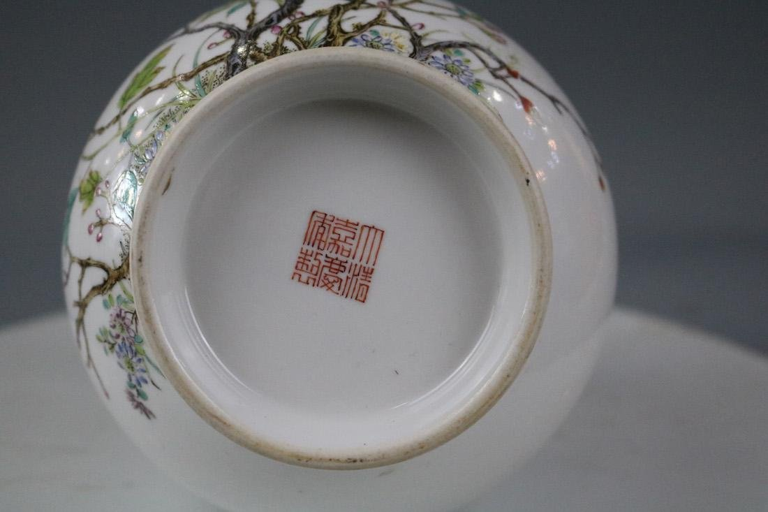 Jiaqing Mark,A Famille Rose Vase - 8