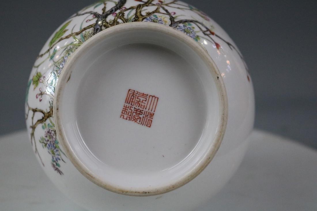 Jiaqing Mark,A Famille Rose Vase - 9