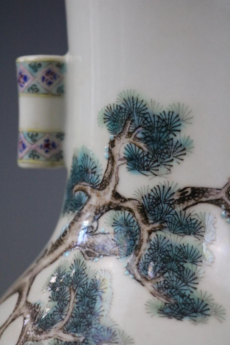 Yongzheng Mark,A Famille Rose Vase With Human Pattern - 3