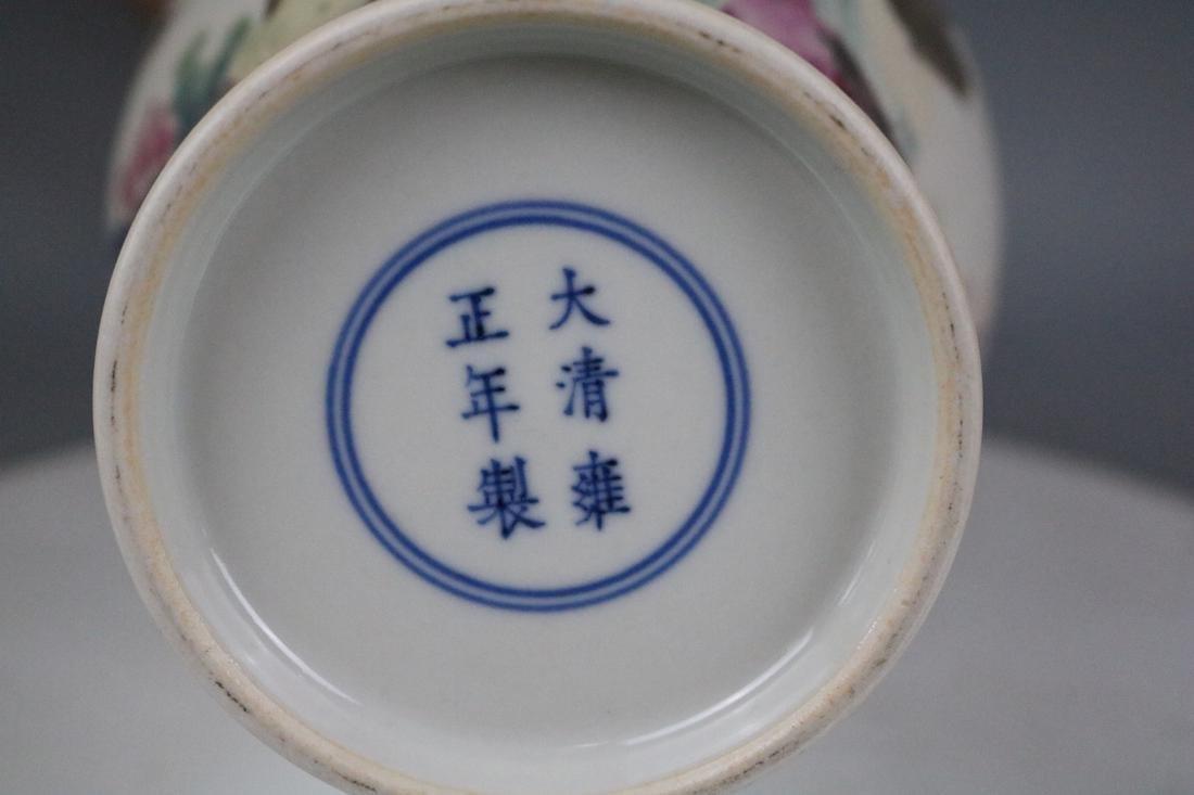 Yongzheng Mark,A Famille Rose Vase With Human Pattern - 9