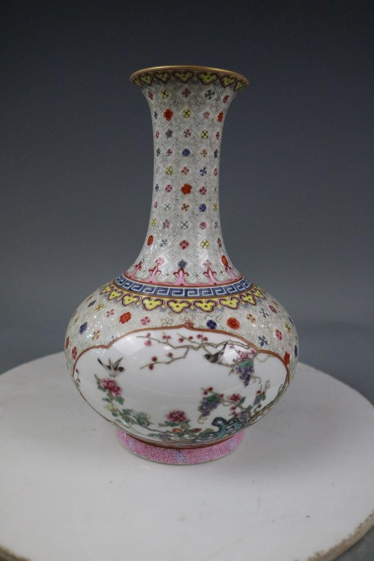 Qianlong Mark,A Famille Rose Vase With Flower Pattern - 4