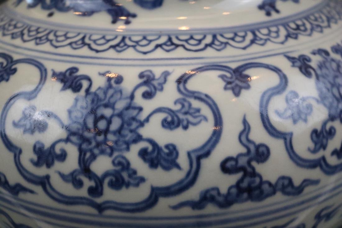 A Blue And White Jar With Dragon Pattern - 3