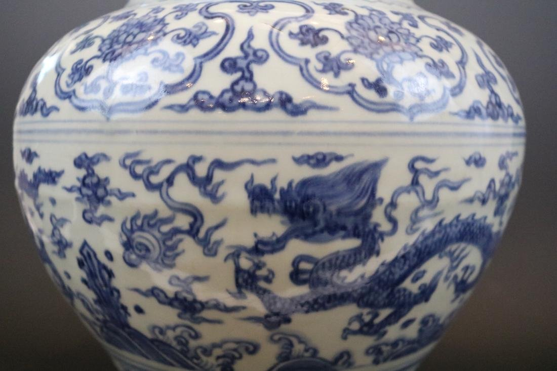 A Blue And White Jar With Dragon Pattern - 5