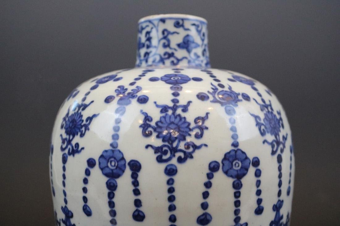 A Blue And White Jar With Dragon Pattern - 2