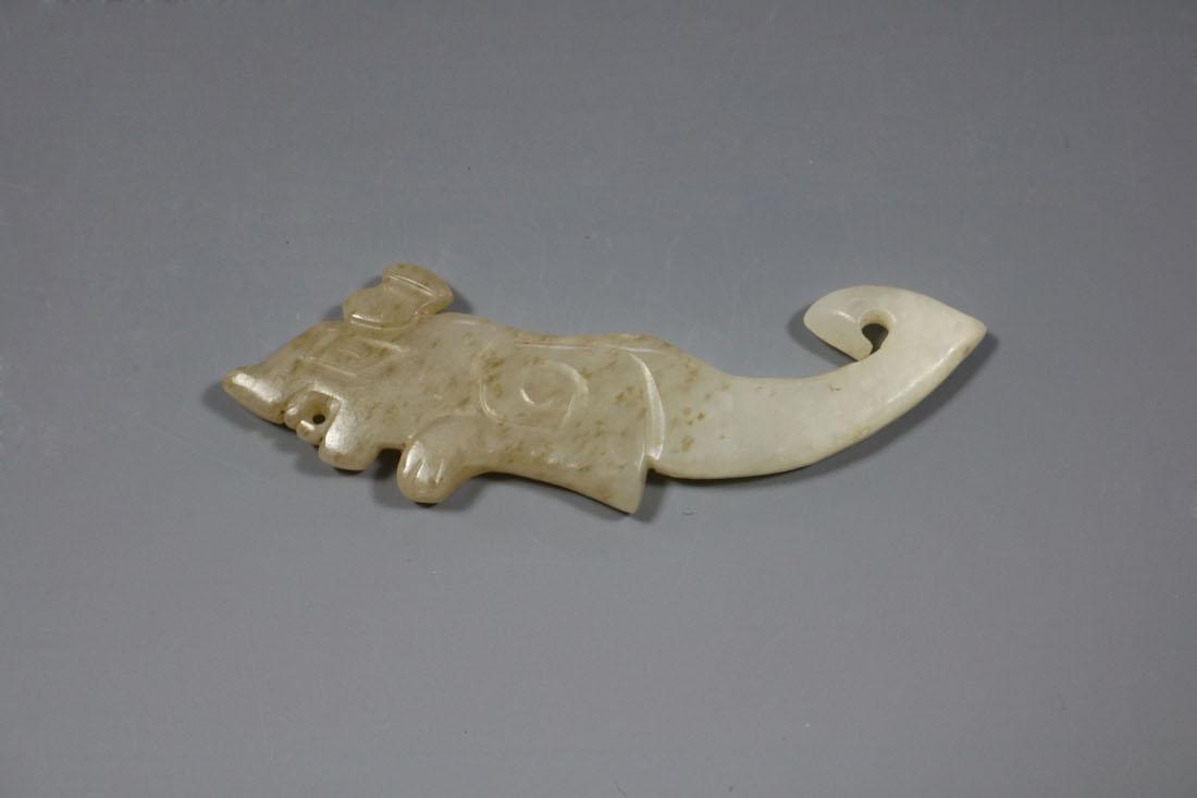 A Rare Jade Tiger-Form Pendant, Shang - 4