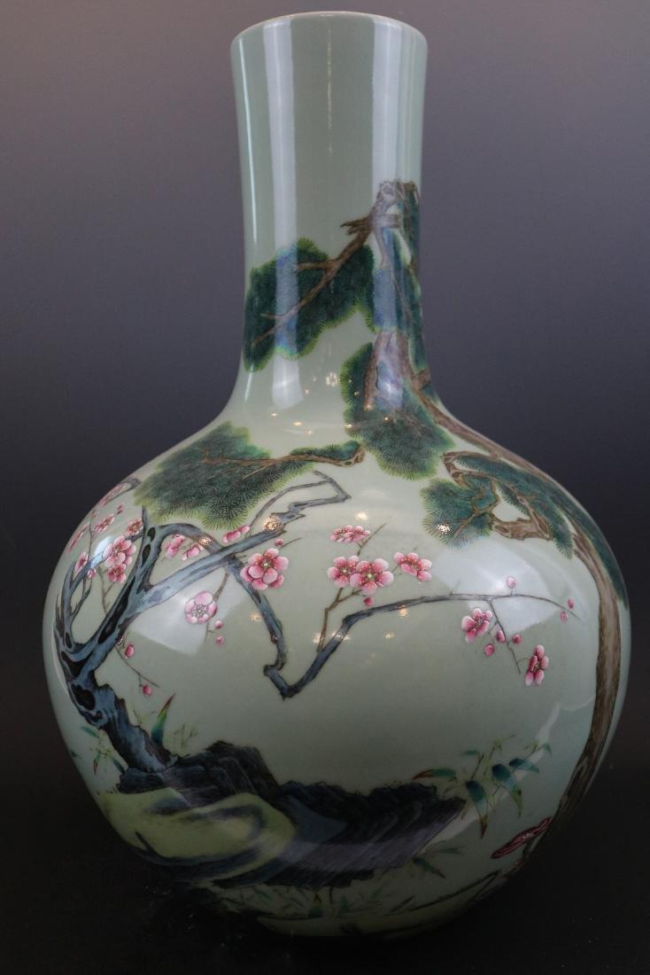 Qianlong Mark,A Bean-Green Ground Vase