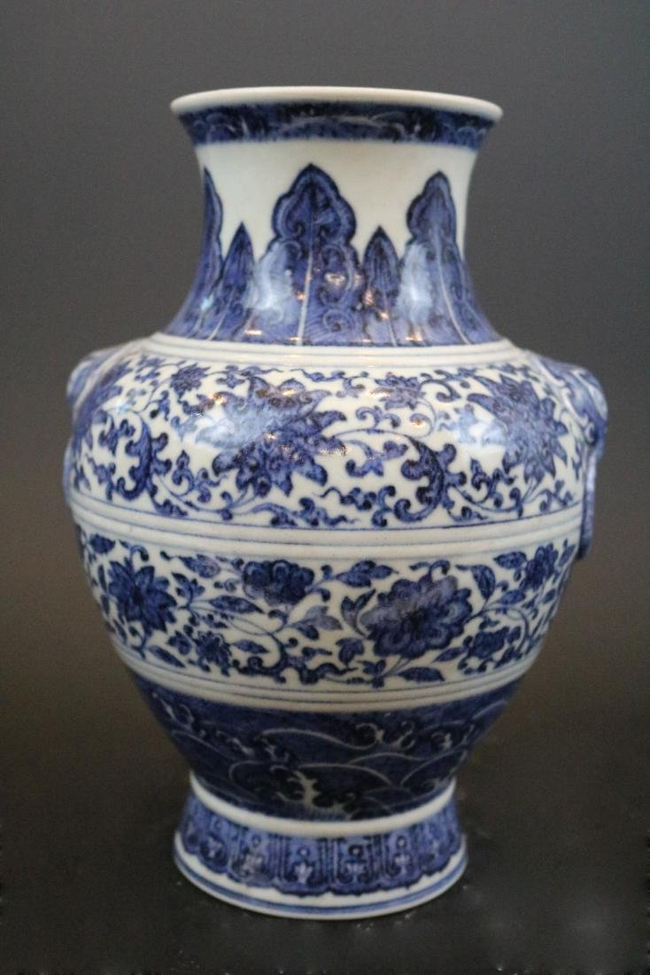 Qianlong Mark,A Blue And White Jar